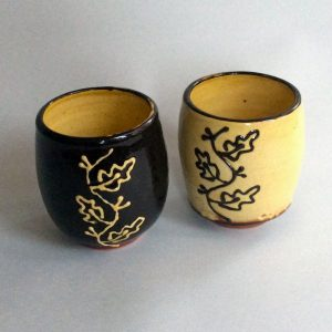 beker (yunomi), met eikeblad motief